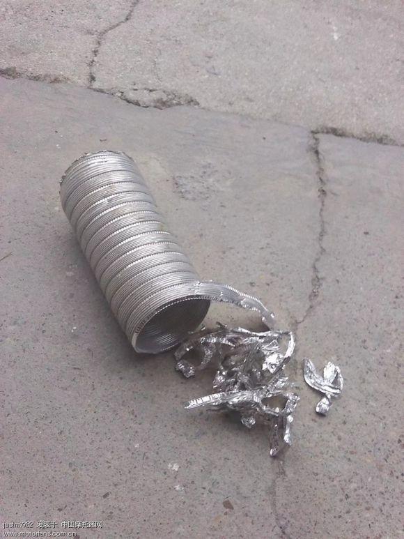 铝条的宽带超过半个小手指宽的话,排气管里面就会有水分了