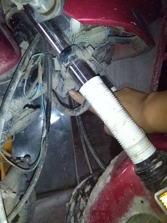 下管口打中性玻璃胶减震